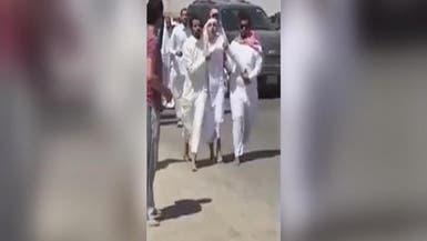 فيديو.. سعوديون يقبضون على داعشي هدد إمام مسجد بالقتل