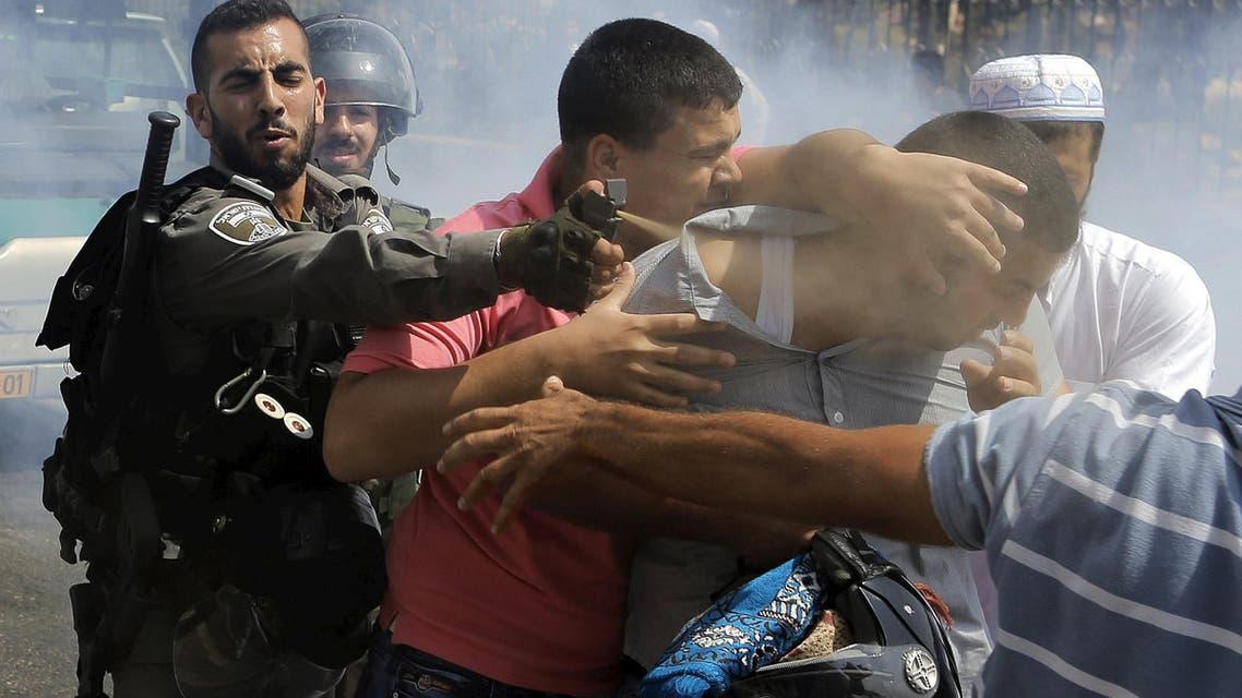 An Israeli border policeman uses pepper spray on a Palestinian man during clashes near the Arab East Jerusalem neighbourhood of Wadi al-Joz October 2, 2015. (Reuters)