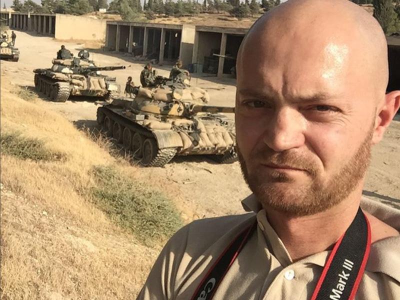 جنود الإحتلال الروسي الدبابات والمدرعات