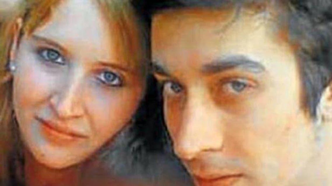 لياندرو وشريكته بالقتل، وهي أخته غير الشقيقة وعشيقته معاً