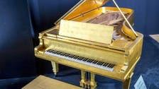 طرح بيانو مذهب للمغني الراحل الفيس بريسلي بالمزاد