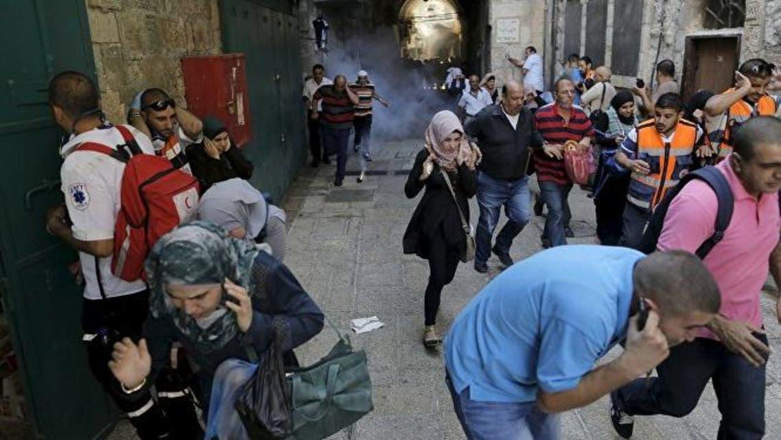 الجيش الاسرائيلي يطلق قنابل صوتية ومسيلة للدموع وأعيرة نارية على جموع الفلسطينيين في البلدة القديمة في القدس