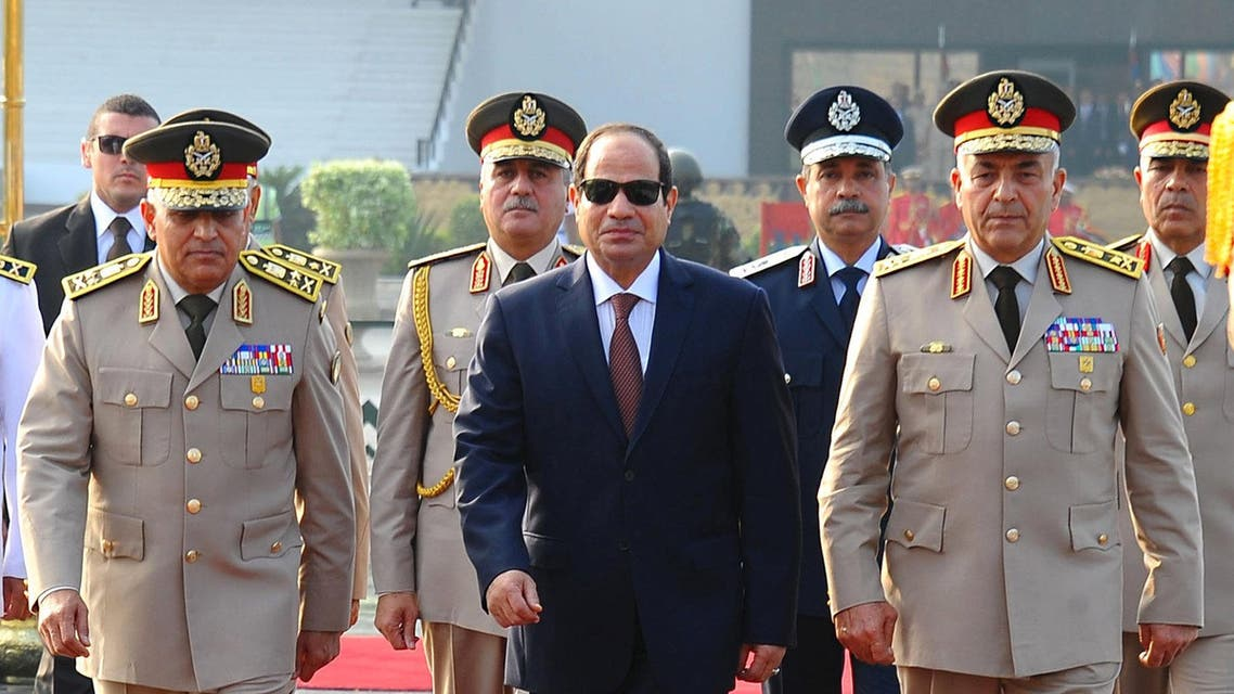 Egyptian President Abdel Fattah al-Sisi (C), Defense Minister Sedki Sobhi and Chief of Staff Mahmoud Hegazy visit a memorial in commemoration of the 1973 October War, in Cairo, Egypt, October 4, 2015. (Reuters)