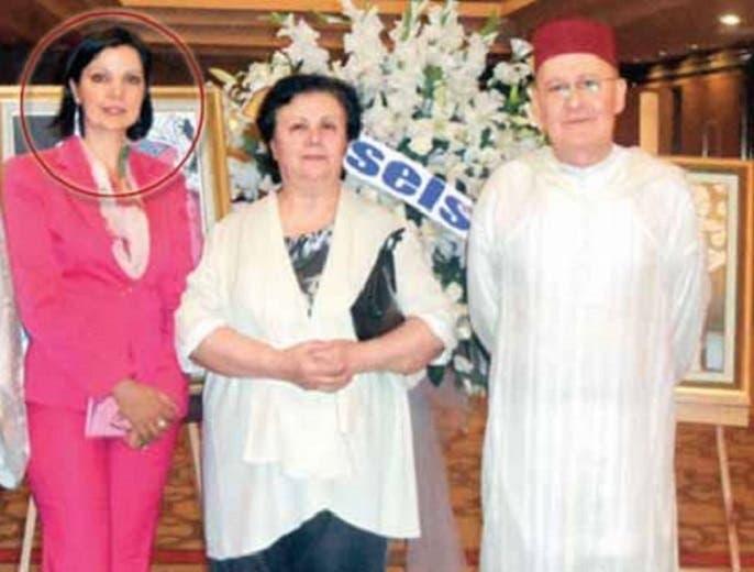 الصورة الوحيدة من الحفل للسفير وحرمه وعارضة الأزياء السابقة بلجين صايدان