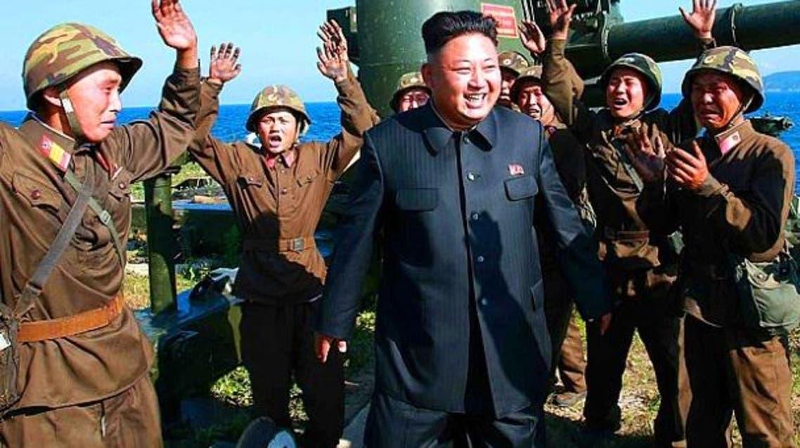 كيم جونغ- أون المحاط دائما بمحبين ومحيين عنوة