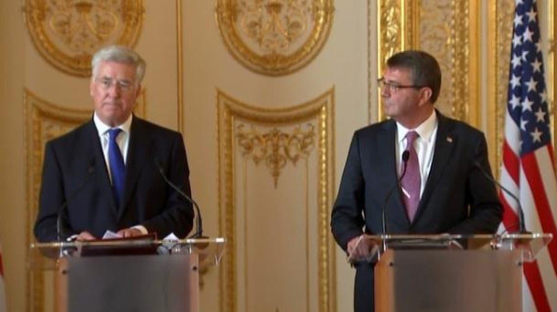 وزير الدفاع الأميركي أشتون كارتر و وزير الدفاع البريطاني مايكل فالون