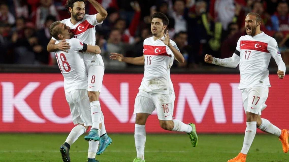 Turkey's Selcuk Inan (2nd L) celebrates with his team mates after scoring a penalty goal against Czech Republic during their Euro 2016 group A qualification soccer match in Prague, Czech Republic October 10, 2015. REUTERS/David W Cerny