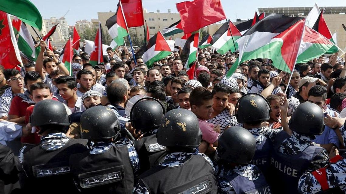 Protesters scuffle with riot policemen during a protest to express solidarity with Palestinians and against the escalation of Israeli-Palestinian violence near the Israeli Embassy in Amman, Jordan. (File: Reuters)