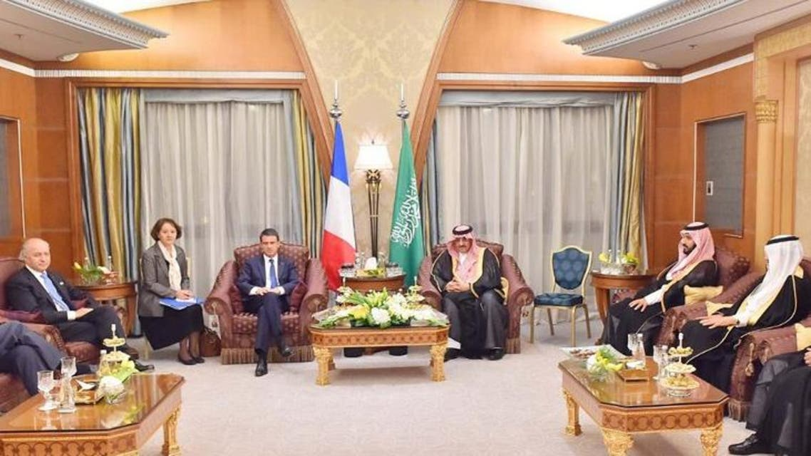 Saudi Crown Prince Mohammed bin Nayef (5th R) meets French Prime Minister Manuel Valls (4th L) in Riyadh October 12, 2015. (Reuters)
