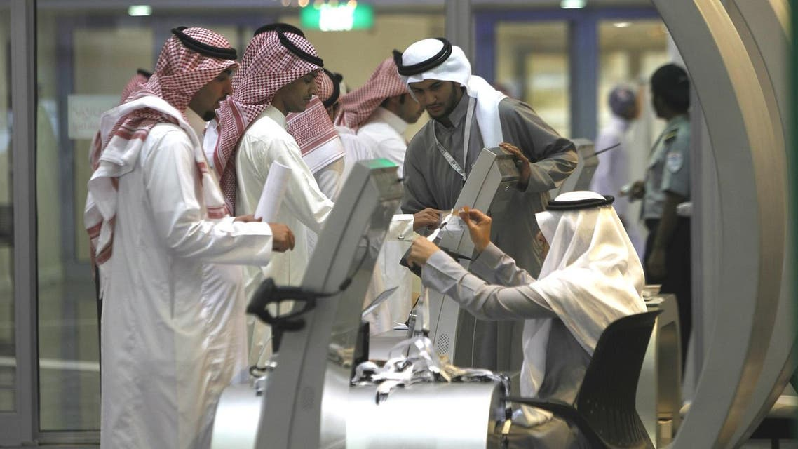 Jobseekers stand in line to talk with a recruiter at a booth at a job fair in Riyadh, January 29, 2012. (Reuters)