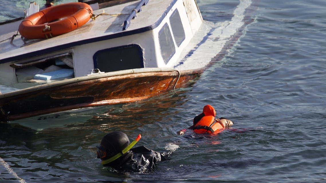 فرق قارب مهاجرين قبالة السواحل اليونانية