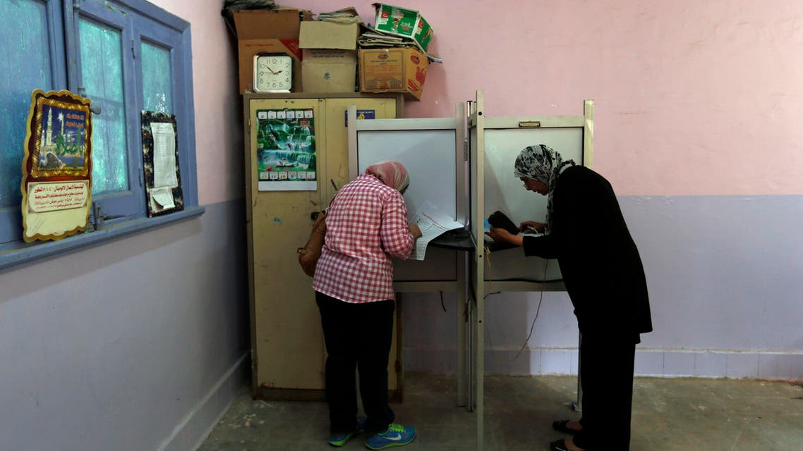 gyptian women cast their votes during the first round of Egyptian parliamentary elections, at polling center in Alexandria, Egypt, Sunday, Oct. 18, 2015. (AP