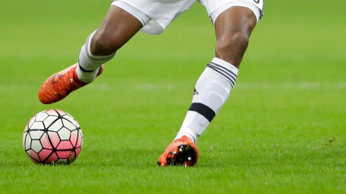 Juventus' Juan Cuadrado kicks the ball during a Serie A soccer match between Inter Milan and Juventus at the San Siro stadium in Milan, Italy, Sunday, Oct. 18, 2015. (AP Photo/Luca Bruno)