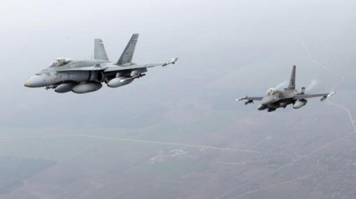 Canadian Air Force fighter CF-18 Hornet (L) and Portuguese Air Force fighter F-16 patrol over Baltics air space. (File photo: Reuters)