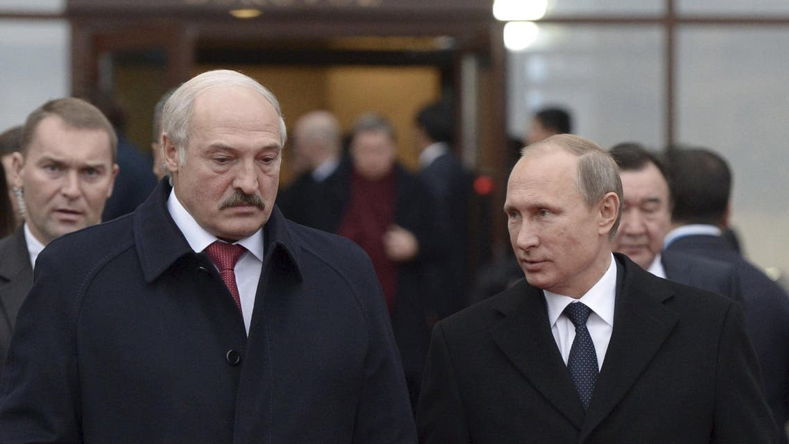 Belarus' President Alexander Lukashenko (L) and Russian President Vladimir Putin leave after a meeting of the heads of state of the Supreme Eurasian Economic Council at the Burabai resort near Astana, Kazakhstan, October 16, 2015. The leaders of ex-Soviet states, led by Putin, responded to growing instability in Afghanistan on Friday by agreeing to create a joint task force to defend their bloc's external borders if a crisis arises. REUTERS/Aleksey Nikolskyi/RIA Novosti/Kremlin ATTENTION EDITORS - THIS IMAGE HAS BEEN SUPPLIED BY A THIRD PARTY. IT IS DISTRIBUTED, EXACTLY AS RECEIVED BY REUTERS, AS A SERVICE TO CLIENTS.