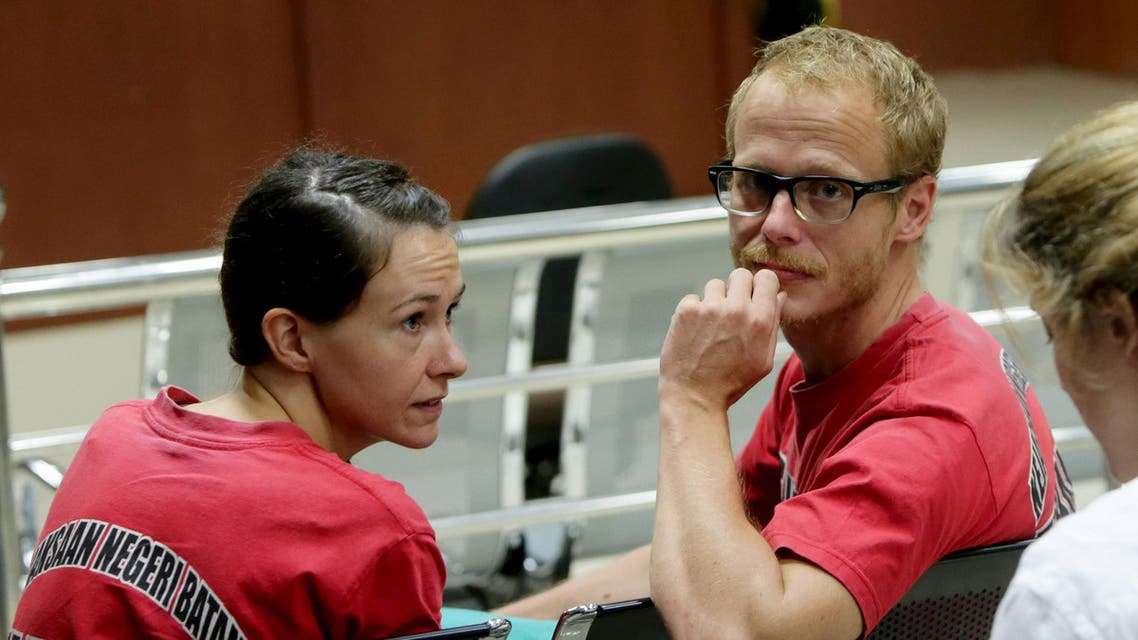 British journalists Neil Bonner (R) and Becky Prosser sit in a courtroom as they wait for the start of their trial at Batam District Court in Batam, Indonesia Riau Islands, October 22, 2015. Local media reported that Indonesia's public prosecutors on Thursday called for the pair to serve five months in prison, with each paying Rp 50 million in fines for making a documentary about piracy while being on tourists visas. REUTERS/MN Kanwa/Antara Foto ATTENTION EDITORS - THIS IMAGE HAS BEEN SUPPLIED BY A THIRD PARTY. IT IS DISTRIBUTED, EXACTLY AS RECEIVED BY REUTERS, AS A SERVICE TO CLIENTS. FOR EDITORIAL USE ONLY. NOT FOR SALE FOR MARKETING OR ADVERTISING CAMPAIGNS. MANDATORY CREDIT. INDONESIA OUT. NO COMMERCIAL OR EDITORIAL SALES IN INDONESIA.