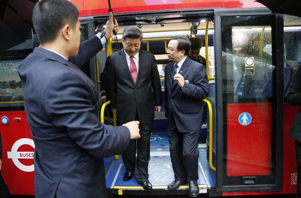 Xi Jinping gets off a London bus at Lancaster House in London. (Reuters)