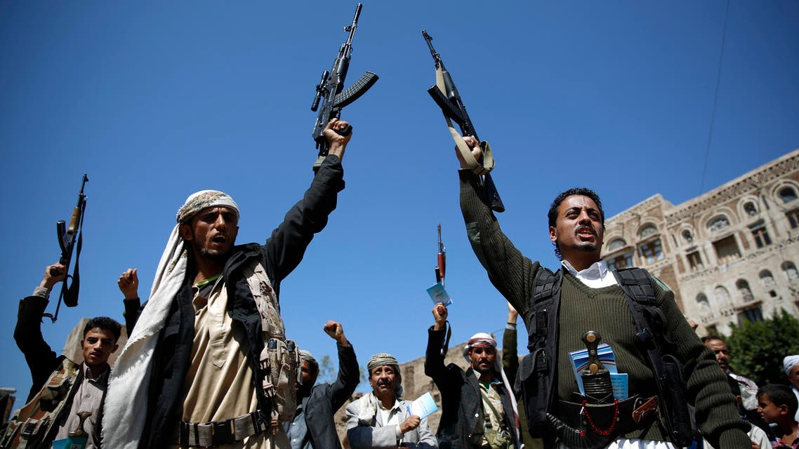 Shiite fighters, known as Houthis, holding their weapons chant slogans during a tribal gathering showing support to the Houthi movement in Sanaa, Yemen, Thursday, Oct. 22, 2015. (File photo: AP)
