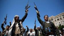 """طلبة اليمن يواجهون الانقلابيين بـ""""الأحذية"""""""