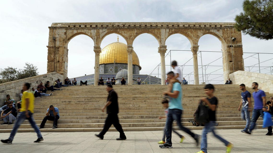 """The Dome of the Rock is seen in the background as Palestinians wait for Friday prayers to begin on the compound known to Muslims as Noble Sanctuary and to Jews as Temple Mount in Jerusalem's Old City October 23, 2015. Palestinian factions called for mass rallies against Israel in the occupied West Bank and East Jerusalem in a """"day of rage"""" on Friday, as world and regional powers pressed on with talks to try to end more than three weeks of bloodshed. Israeli authorities also lifted restrictions on Friday that had banned men aged under 40 from using the flashpoint al-Aqsa mosque compound in Jerusalem's Old City - a move seen as a bid to ease Muslim anger. REUTERS/Ammar Awad"""