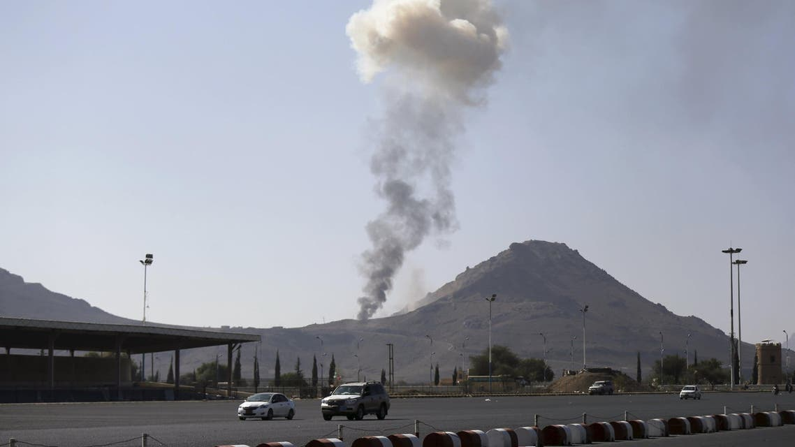 Smoke rises from an army weapons depot hit by a Saudi-led air strike in al-Nahdain mountain in Yemen's capital Sanaa October 25, 2015.  (Reuters)