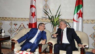 الجزائر وتونس تلغيان تراخيص العمل المفروضة على رعاياهما