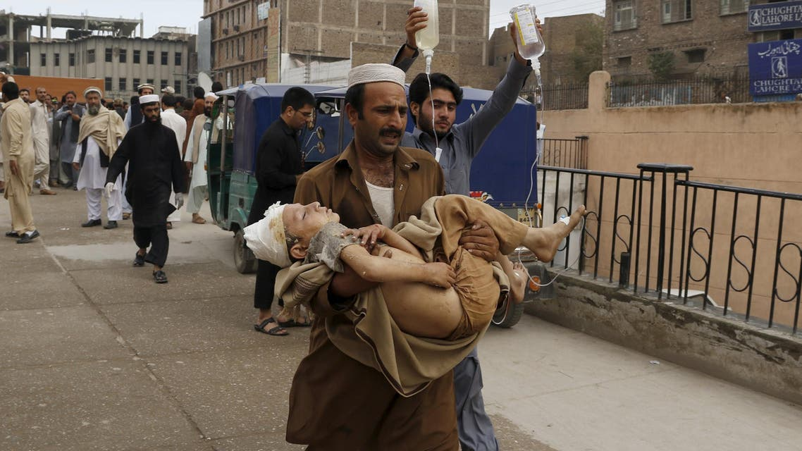 A man carries a boy, who was injured in an earthquake, at the Lady Reading hospital in Peshawar, Pakistan October 26, 2015. (AP)
