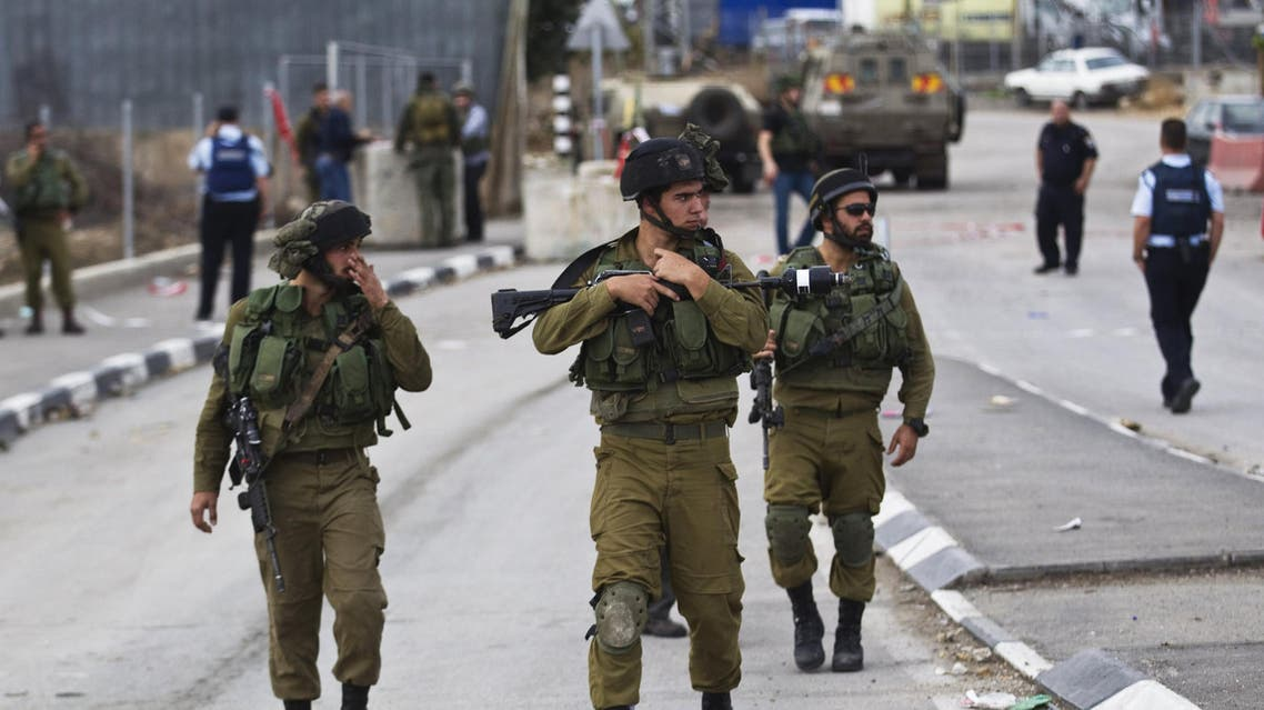 Israeli soldiers secure the scene of a stabbing attack near the West Bank town of Hebron October 26, 2015. (Reuters)