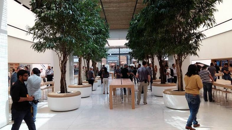 Take a sneak peek into apples first stores in the middle east al the dubai outlet pictured slightly larger than its abu dhabi counterpart features a genius bar under a tree lined canopy al arabiya solutioingenieria Gallery
