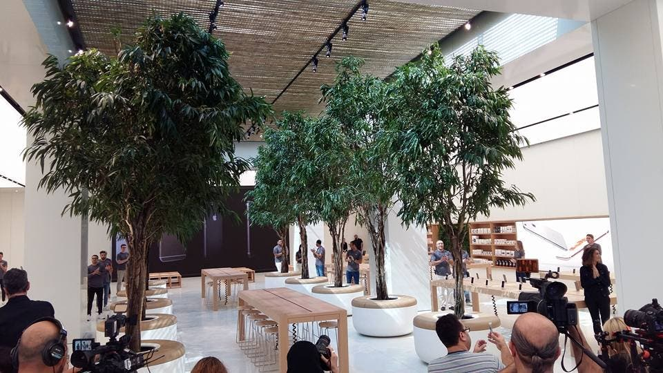 The 'Genius bar,' where users of Apple's products can go for tech tips, is situated under the trees (Al Arabiya)