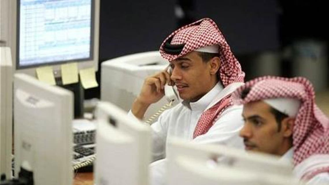Saudi office workers monitor the stock market at a bank in Riyadh. (File photo: Reuters)