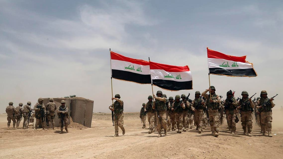 U.S. soldiers, left, participate in a training mission with Iraqi army soldiers outside Baghdad, Iraq. (File photo: AP)