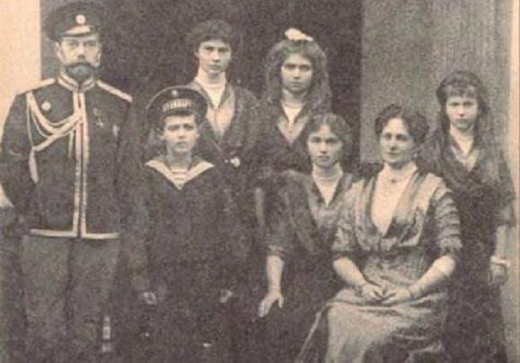 نيكولاي الثاني وأولاده الذين أعدمتهم السلطات الشيوعية عام 1918