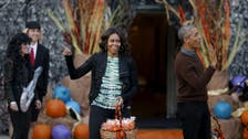 Mr. and Mrs. Obama welcome Halloween trick-or-treaters