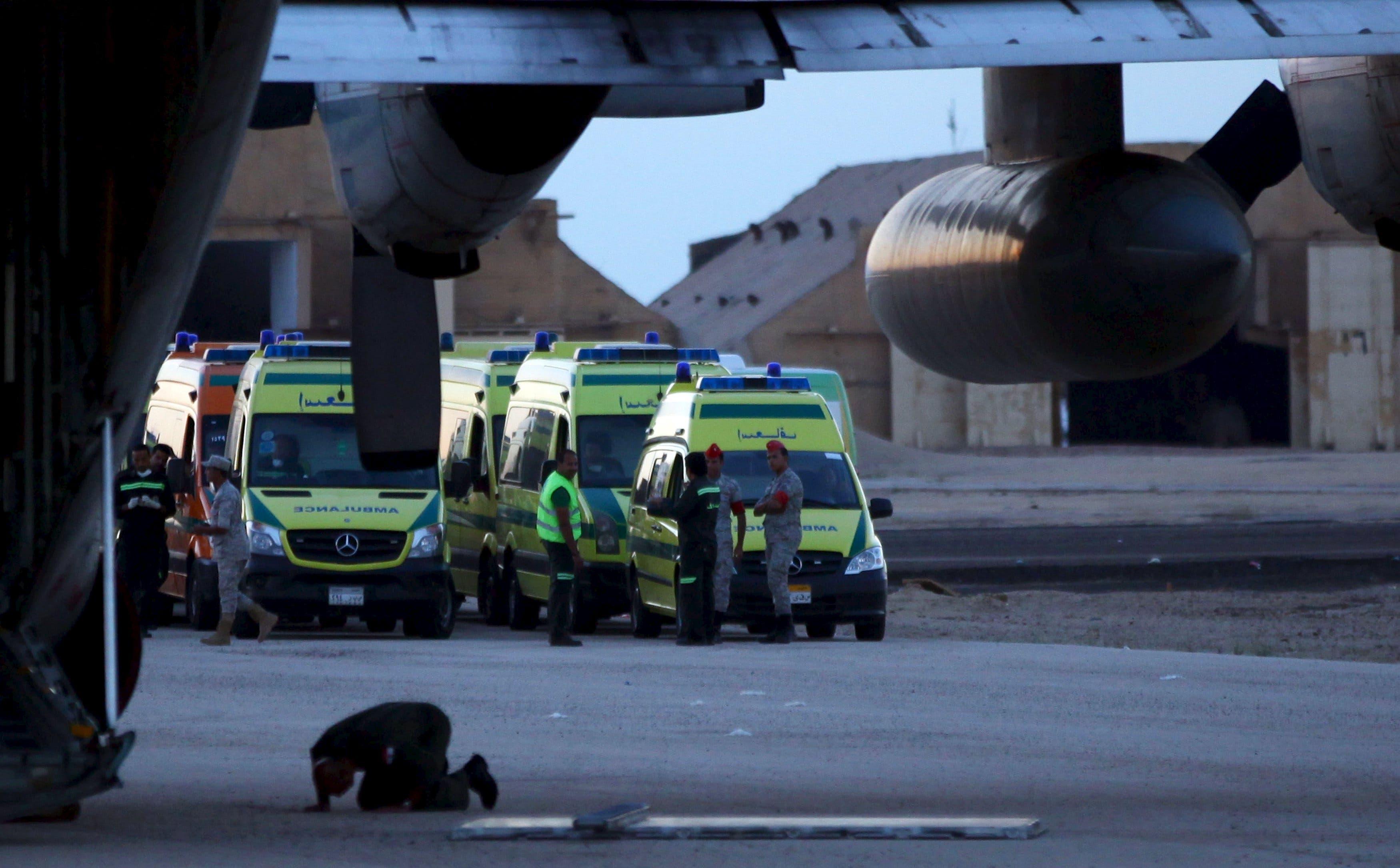 سيارات تنقل جثامين ضحايا الطائرة الروسية