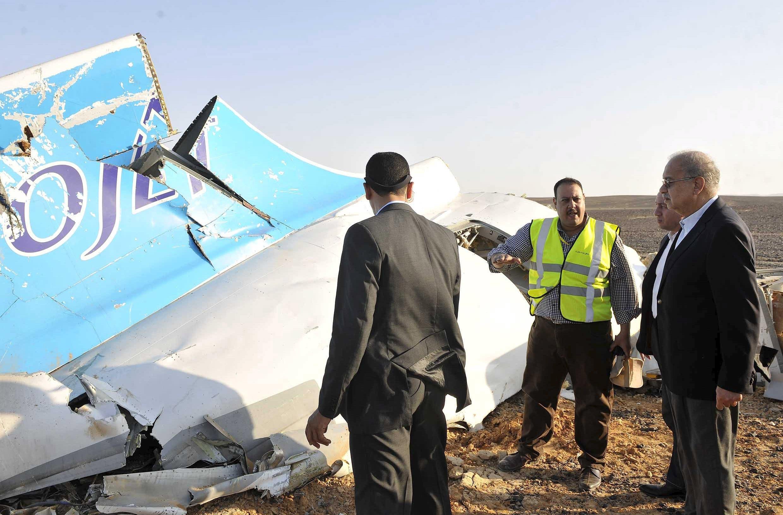 رئيس الوزراء المصري يتفقد موقع تحطم الطائرة الروسية