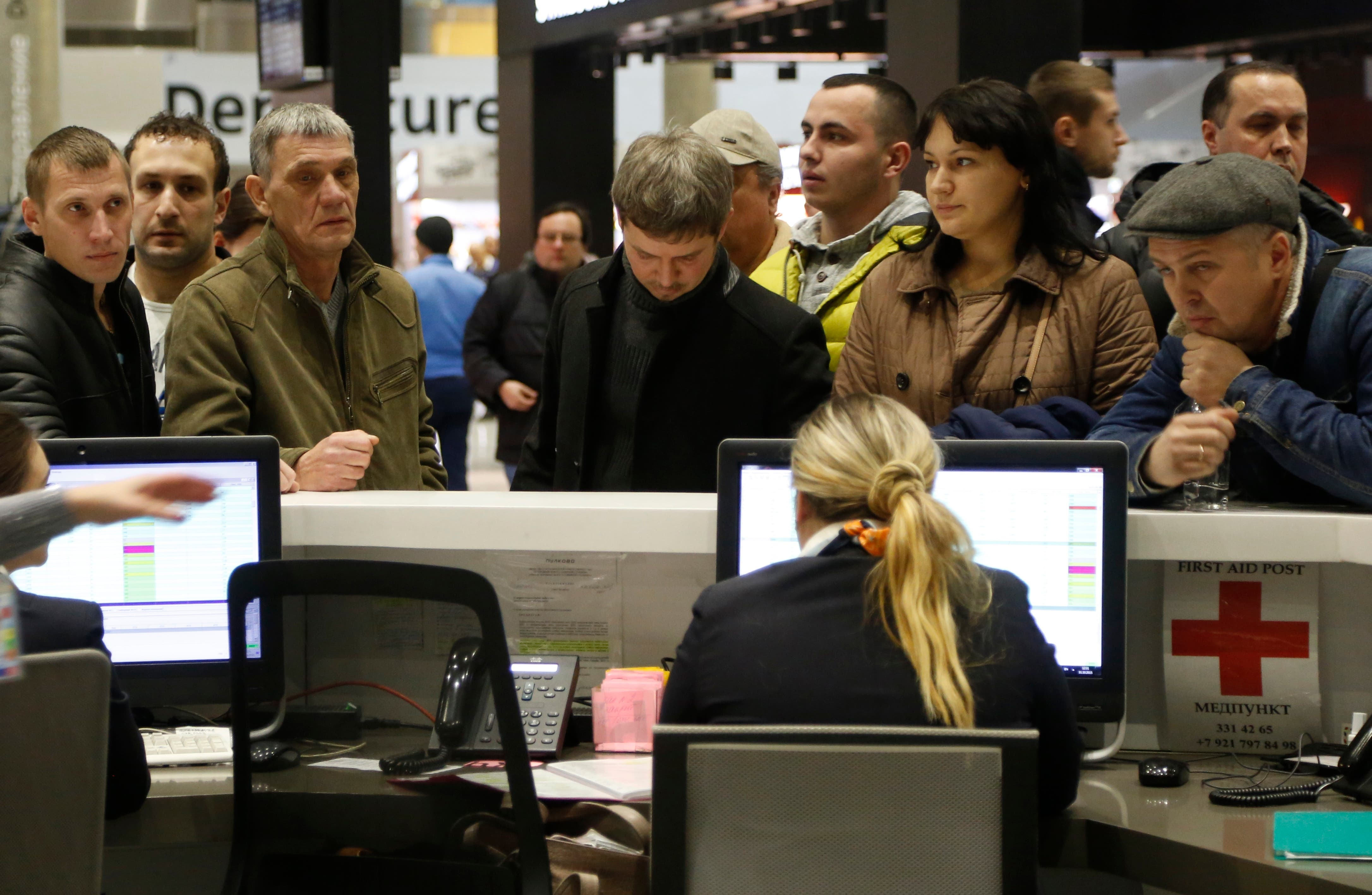 عائلات الضحايا بمقر شركة الطيران الروسية التابعة لها الطائرة المنكوبة