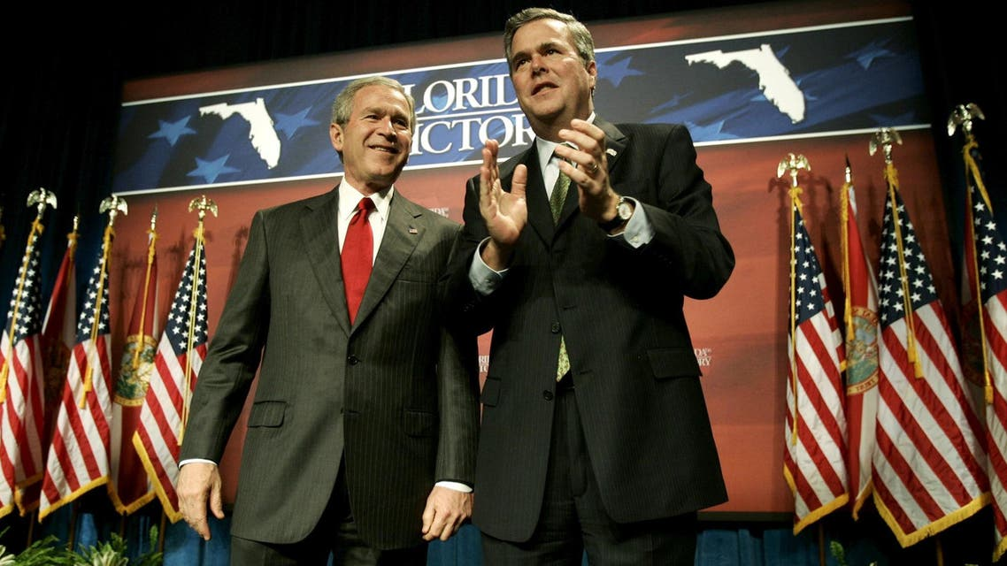 U.S. President George W. Bush (L) is introduced by his brother, Florida Governor Jeb Bush, at a fundraiser in Orlando, Florida February 17, 2006. Reuters