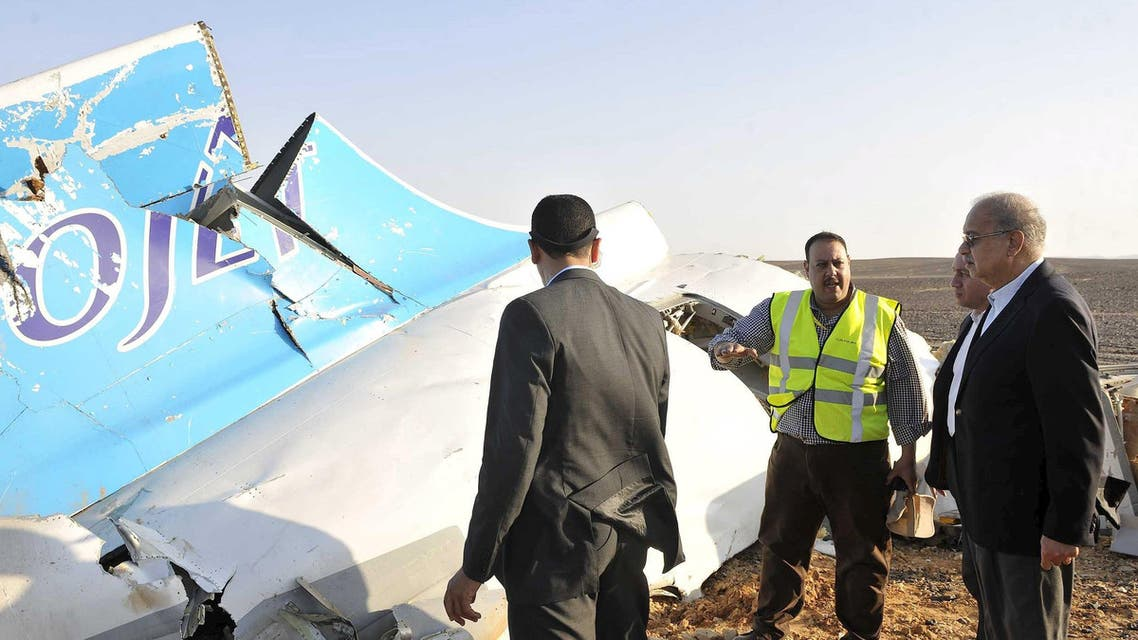 Egypt's Prime Minister Sherif Ismail (R) listens to rescue workers as he looks at the remains of a Russian airliner after it crashed in central Sinai near El Arish city, north Egypt, October 31, 2015. The Airbus A321, operated by Russian airline Kogalymavia under the brand name Metrojet, carrying 224 passengers crashed into a mountainous area of Egypt's Sinai peninsula on Saturday shortly after losing radar contact near cruising altitude, killing all aboard. REUTERS/Stringer