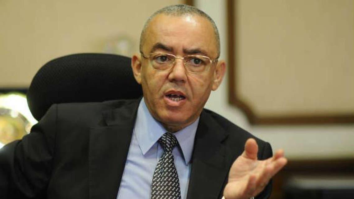 الطيار حسام كمال وزير الطيران المدني في مصر