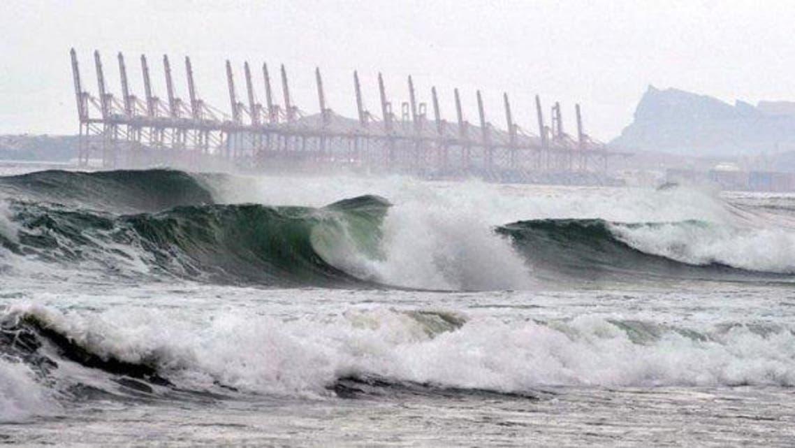 إعصار تشابالا على بعد 450 كيلومترا من سواحل عمان
