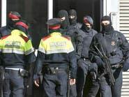 الشرطة الإسبانية تعتقل 3 مغاربة بتهمة الانتماء لداعش