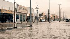 السعودية.. السيول تغرق شوارع حفر الباطن وتعلق الدراسة