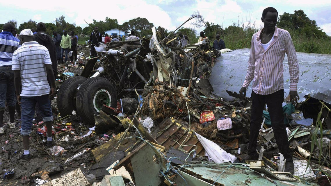 Civilians gather at the wreckage of a cargo airplane that crashed after take-off near Juba Airport in South Sudan November 4, 2015. (Reuters)