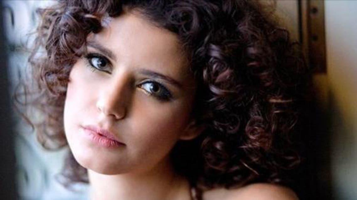 الممثلة التركية بيرين سات والتي عرفت بعدد من الأعمال المدبلجة إلى العربية