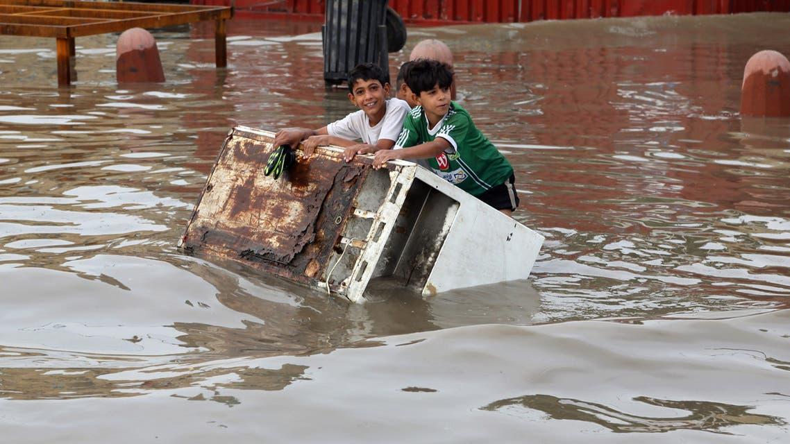 Iraqi boys make their way through a flooded street after heavy rain fell in Baghdad, Iraq, Thursday, Oct. 29, 2015. (File photo:AP)