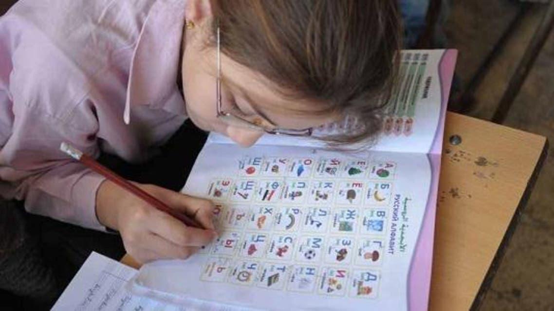 طلاب اللاذقية يتعلمون الأبجدية  الروسية