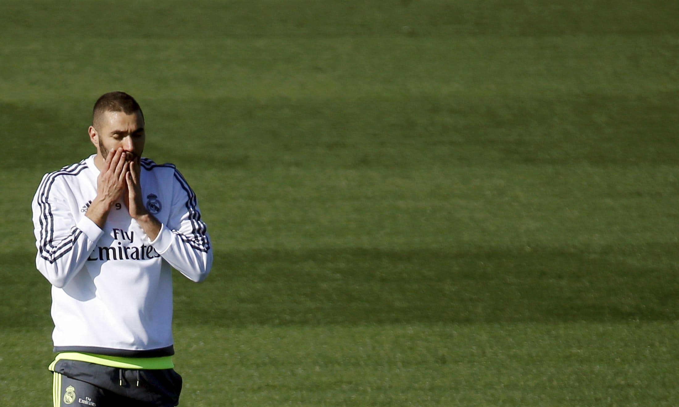 Real Madrid's Karim Benzema gestures during a training session at the team's training grounds outside Madrid, Spain, November 7, 2015. (Reuters)