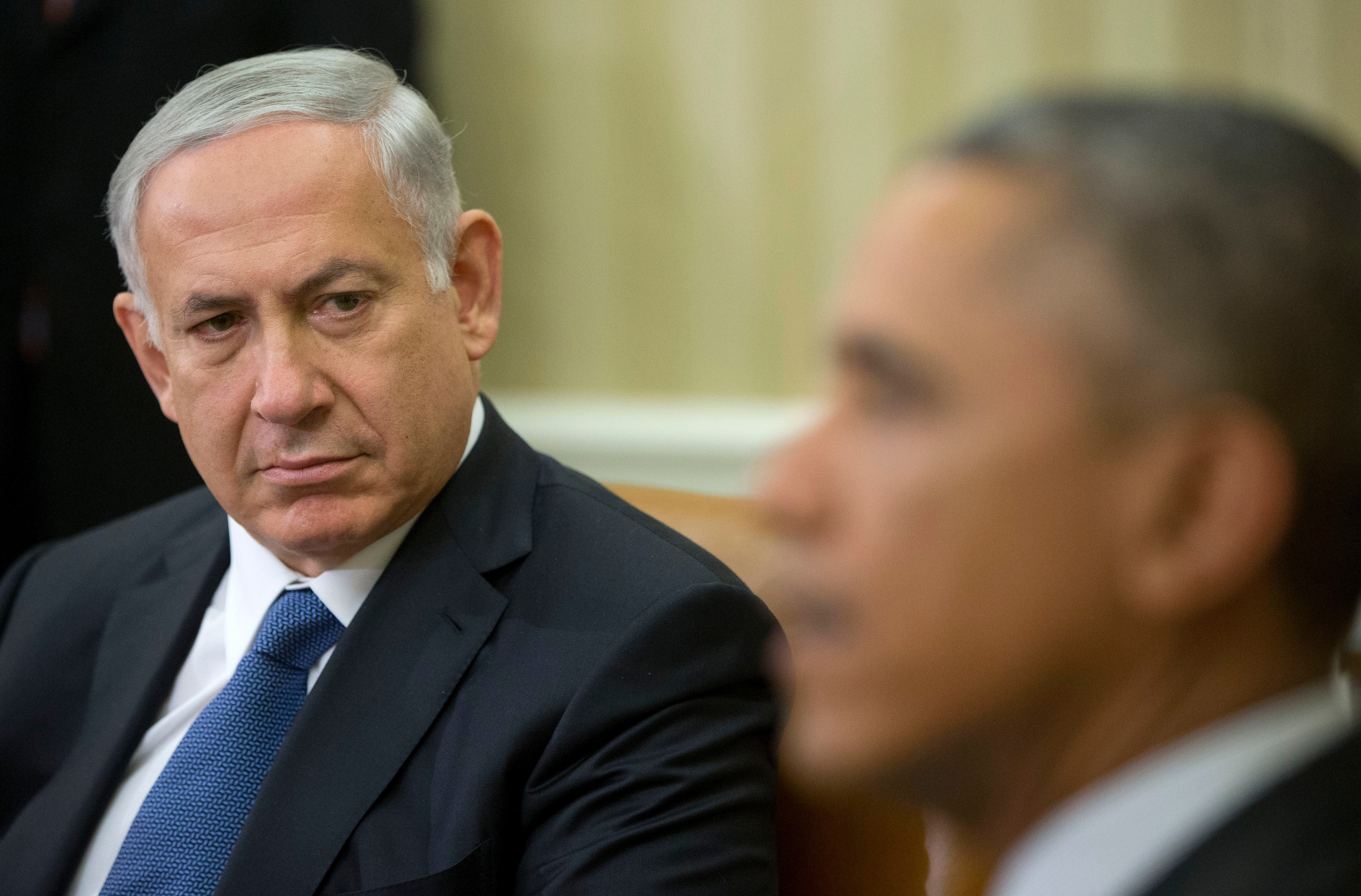 Israeli Prime Minister Benjamin Netanyahu listens as President Barack Obama speaks during their meeting in the Oval Office of the White House in Washington, 2014. (File photo: AP)