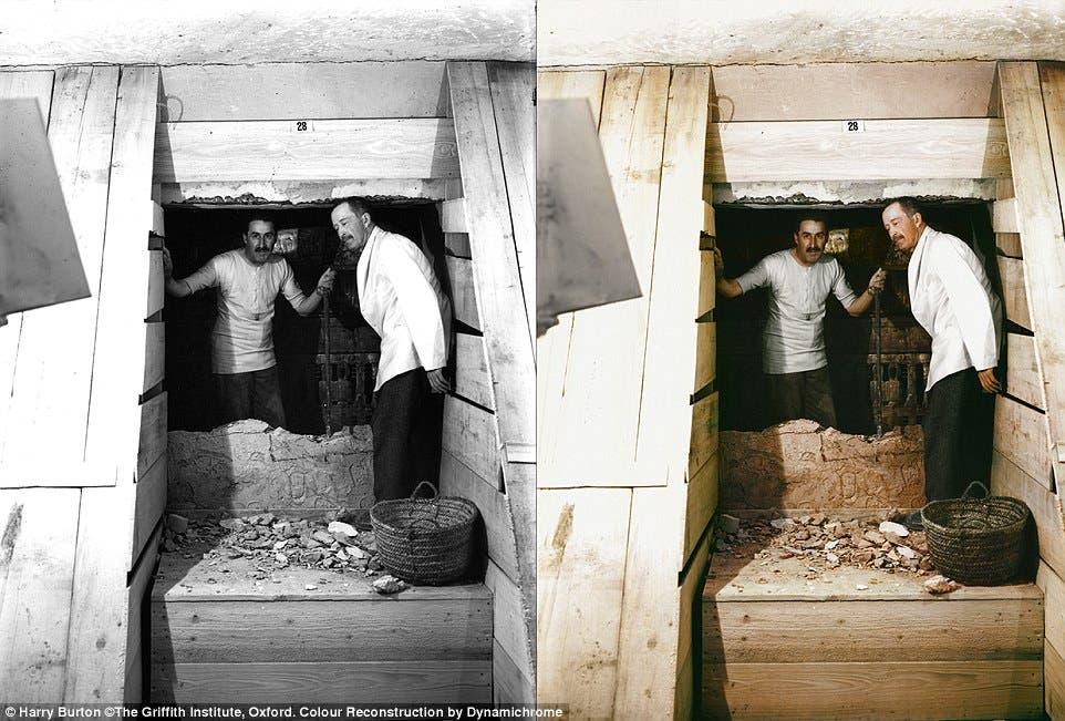 لورد كارنارفون (يمين) - ممول عملية البحث - وهوارد كارتر مكتشف المقبرة